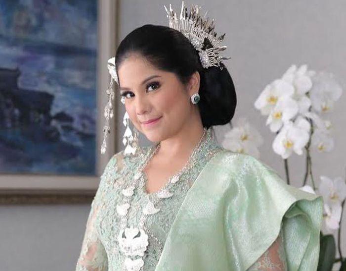 Usai Tampil Anggun Pakai Kebaya Kurung, Annisa Pohan Tampil Beda dalam Balutan Mini Dress Batik