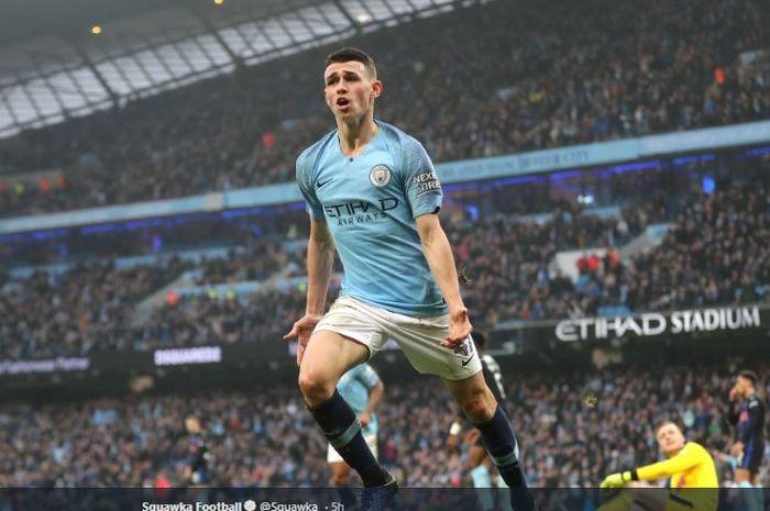 Gelandang Manchester City, Phil Foden, merayakan golnya dalam laga melawan Tottenham Hotspur pada pekan ke-35 Liga Inggris di Stadion Etihad, 20 April 2019.