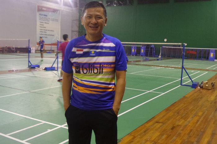Pelatih kepala tunggal putra Indonesia, Hendry Saputra, berpose di hall pelatnas Cipayung, Jakarta, Senin (24/6/2019).