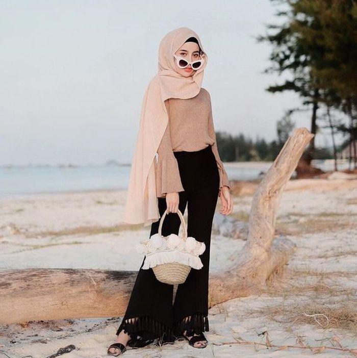 Inspirasi Outfit Hijab Untuk Ke Pantai Yang Stylish Dan Santun Stylo