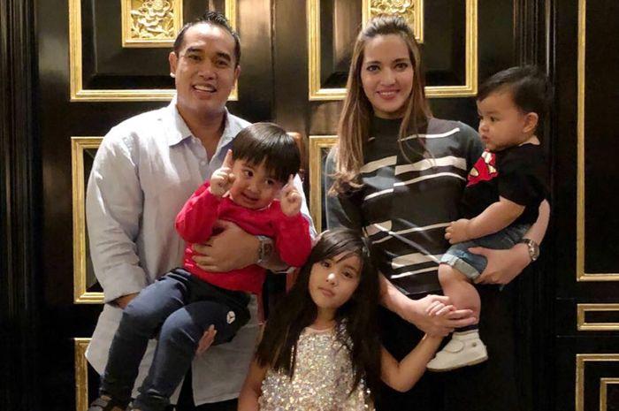Nia Ramadhani dan keluarga