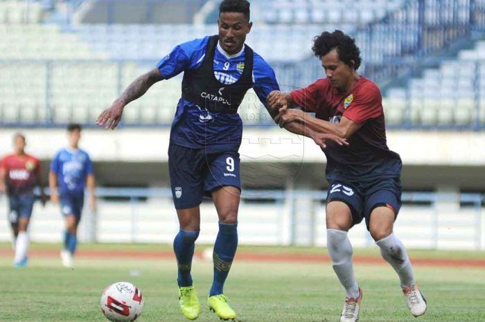 Wander Luiz saat membela Persib dalam latih tanding kontra PSKC Cimahi, Sabtu (8/2/2020).