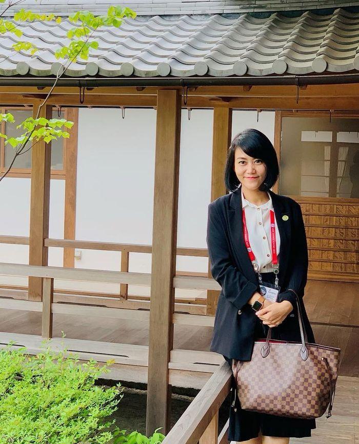 Tas mewah Louis Vuitton milik ajudan cantik Iriana Jokowi