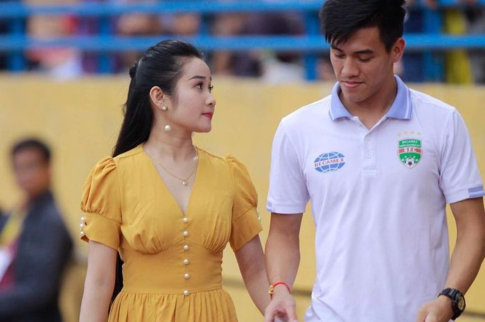 Potret kemesraan Nguyen Tien Linh (kanan) dan Ngoc Quyen.