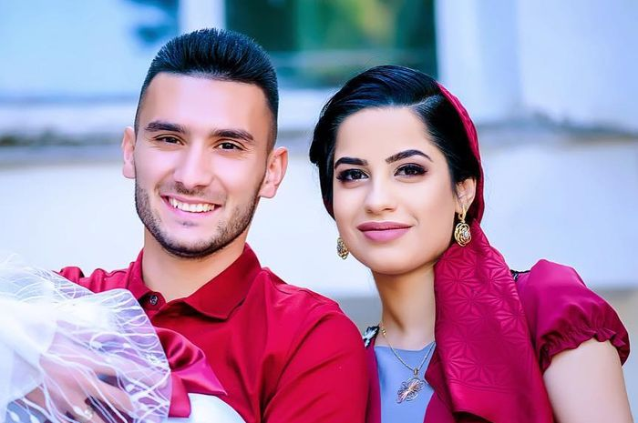 Suleyman Muhadow (kiri) bersama istri.