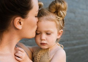 Jangan Terlalu Manjakan Si Kecil, Akibatnya Anak Bisa Jadi Narsis