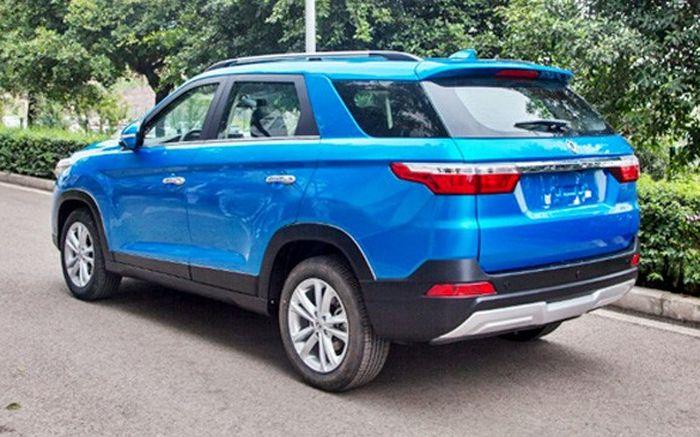 Desain buritan sekilas mirip Land Rover Discovery Sport