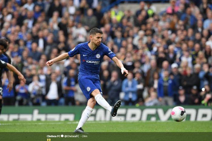 Sepakan penalti Jorginho saat mencetak gol ke gawang Brighton di Stamford Bridge, pada lanjutan pekan ke-7 Liga Inggris, Sabtu (28/9/2019).