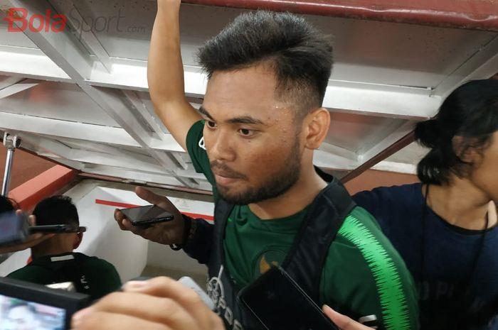 Pemain timnas Indonesia, Saddil Ramdani menjawab pertanyaan wartawan di Stadion Utama Gelora Bung Karno (SUGBK), Senin (2/9/2019).