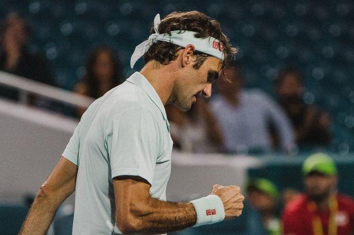 Ekspresi Roger Federer saat tampil pada partai semifinal Miami Open 2019 yang digelar pada Jumat (29/3/2019) malam waktu Amerika Serikat.