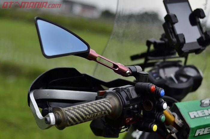 Saklar ala MotoGP ini untuk mengaktifkan lampu-lampu tambahan