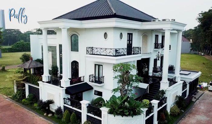 Rumah artis Prilly Latuconsina.