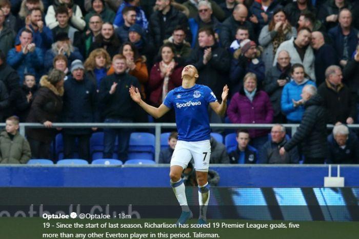 RIcharlison saat mencetak gol untuk Everton ke gawang Chelsea pada laga Liga Inggris, Sabtu (7/19/2019)