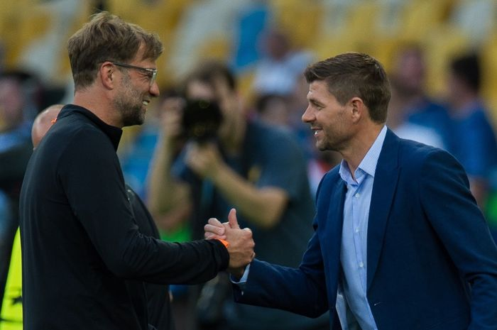 Steven Gerrard (kanan) dan Jurgen Klopp (kiri)