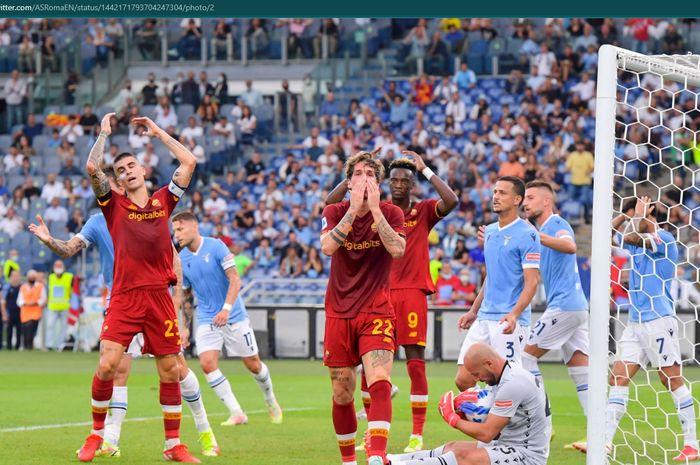 AS Roma takluk 2-3 dari Lazio dalam laga Liga Italia bertajuk Derbi Ibu Kota jilid I dengan diwarnai gol dari mantan pemain dan Jose Mourinho yang diganjar kartu kuning.