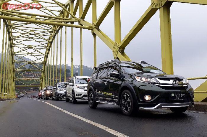 Honda BR-V ditantang lewati tanjakan curam di sekitar kawasan Kamojang, Garut.