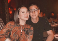 Sweet dan Kompak! Intip 5 Ide Outfit Couple Buat Ngedate ala Al Ghazali & Alyssa Daguise