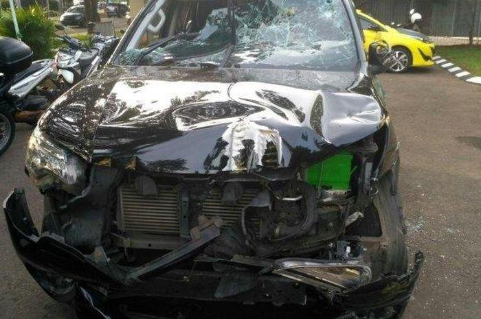 Mobil yang digunakan oleh terduga komplotan maling di Polsubsektor Alam Sutera, Serpong Utara, Tangerang Selatan, Kamis (10/1/2019)