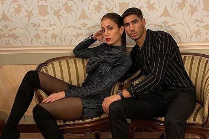 Bek Real Madrid yang dipinjamkan ke Borussia Dortmund, Achraf Hakimi ternyata pernah berkencan dengan wanita yang lebih tua darinya.