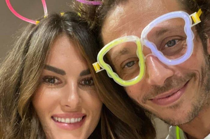 Francesca Sofia Novello (kiri) dan Valentino Rossi di pesta ulang tahun