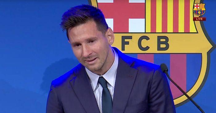 Lionel Messi menangis dalam konferensi pers terakhir di Barcelona, Minggu (8/8/2021).