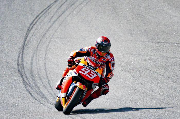 Pembalap dari tim Repol Honda, Marc Marquez dinilai harus turun pada MotoGP 2021 namun dengan satu syarat gila.