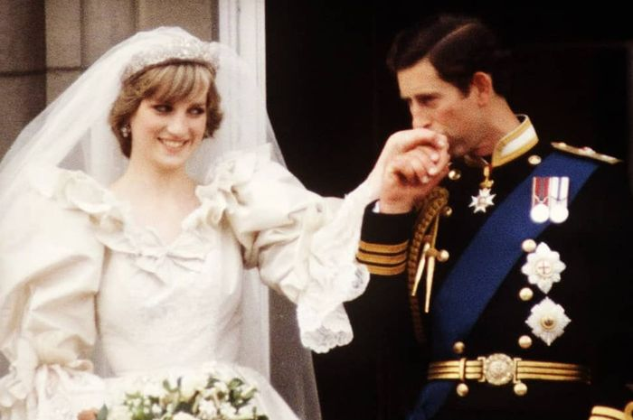 Mahkota yang dipakai Putri Diana saat pernikahan