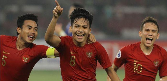 Witan Sulaeman (tengah) selebrasi gol bersama Nurhidayat Haji Haris dan Egy Maulana Vikri. Timnas U-