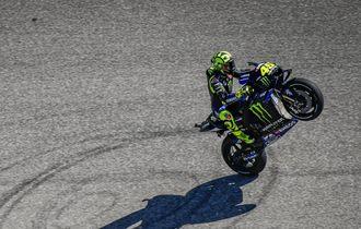 VIDEO - Bukti Kehebatan Valentino Rossi Saat Salip Dua Rider Sekaligus di GP Spanyol