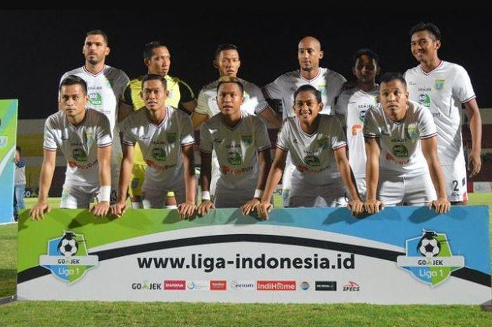 Starter Persela Lamongan saat mengahadapi PS Tira di Stadion Sultan Agung (SS), Bantul, Minggu (28/1