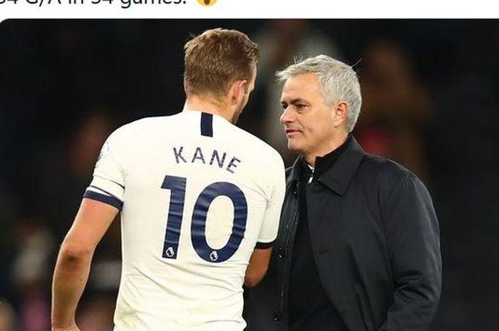 Pelatih Tottenham Hotspur, Jose Mourinho, berbicara dengan Harry Kane.