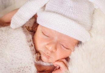 Pada Usia Berapa Bayi Sudah Boleh Menggunakan Bantal untuk Tidur?