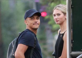 Man United Kenalkan Pemain Anyar, Alexis Sanchez Pilih Kencan dengan Wanita Misterius di London
