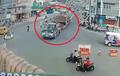 Video Detik-Detik Truk Tabrak Benteng Takesi di Wonosobo, Serem!