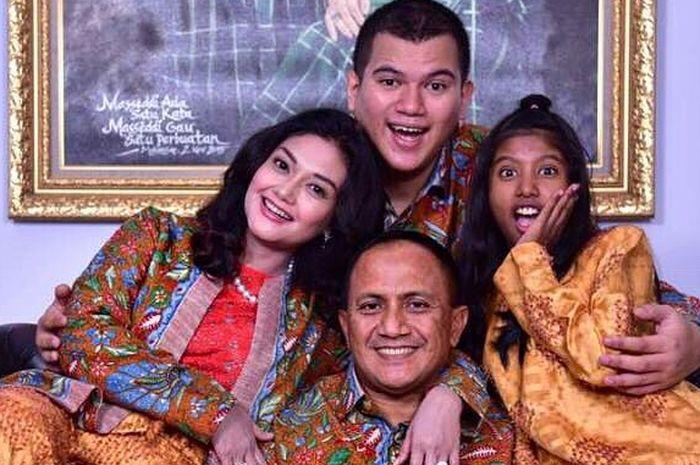 Menikah dengan Petinggi TNI, Intip Keakraban Bela Saphira dengan Anak Sambungnya di Rumah Mewahnya