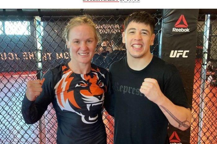 Valentina Shevchenko melakukan latihan bersama dengan Brandon Moreno jelang tampil di UFC 266  (18/9/2021)
