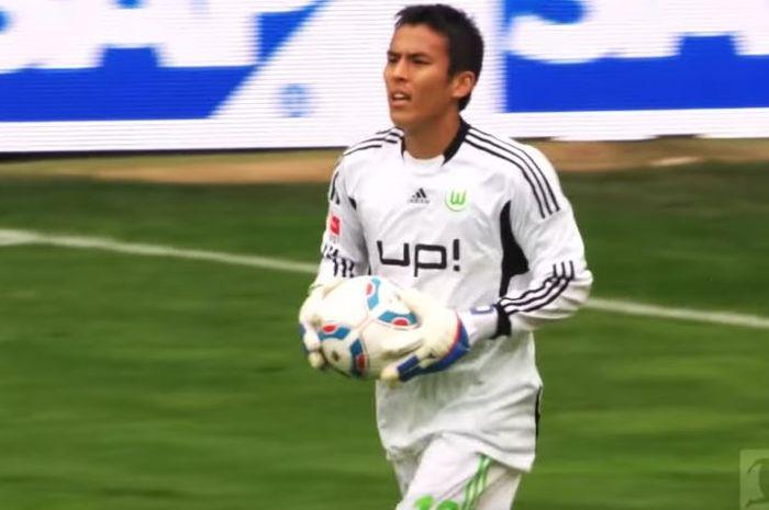 Gelandang bertahan Wolfsburg, Makoto Hasebe, menjadi kiper dadakan ketika melawan Hoffenheim pada 17 September 2011.