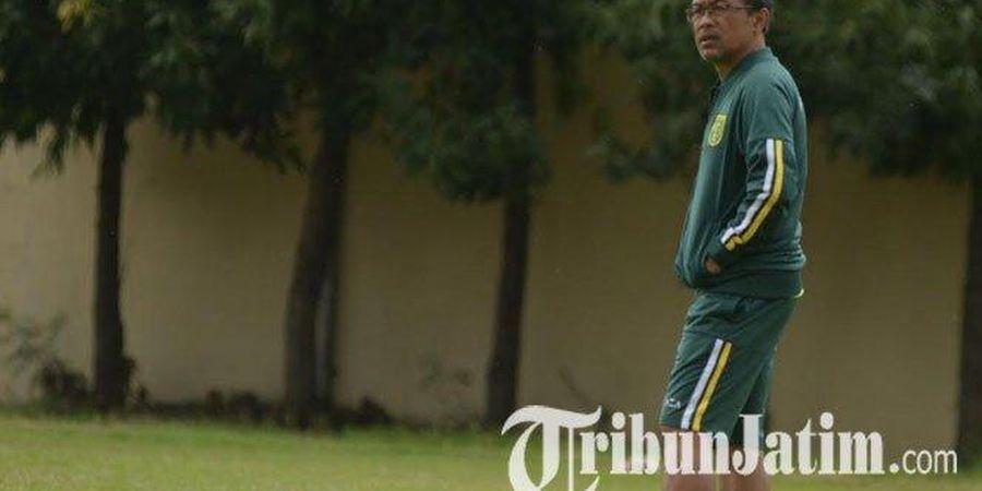 Persebaya Terpeleset, Aji Santoso Tak Pusingkan Mitos Kutukan di Stadion GBT
