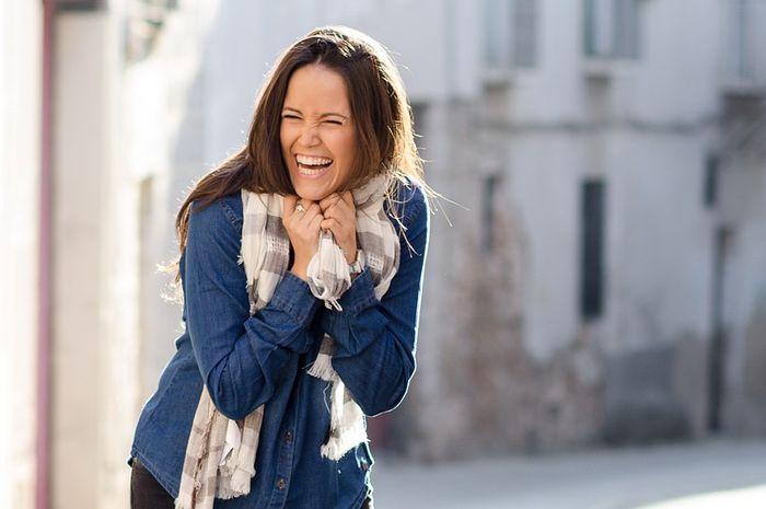 Tak terduga! 6 hal ini yang dirasakan tubuh saat Moms tertawa lepas