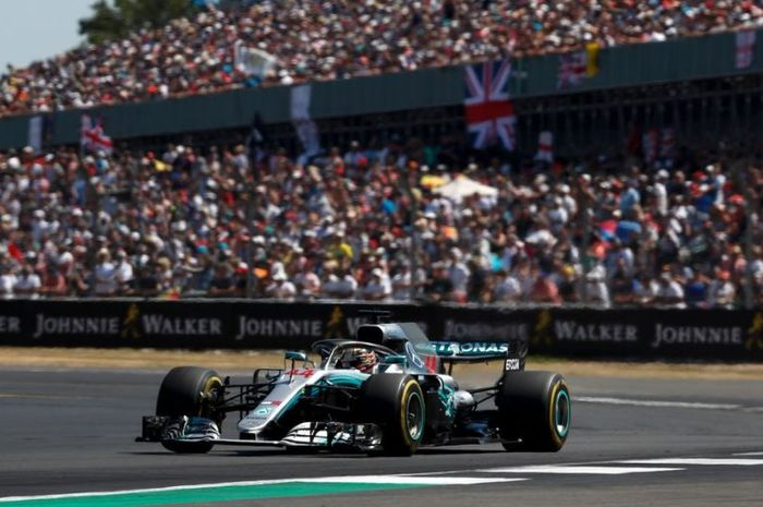 Aksi pembalap Mercedes, Lewis Hamilton pada seri F1 Austria 2019