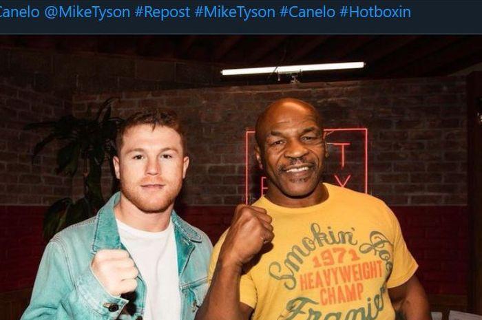 Canelo Alvarez (kiri) dan Mike Tyson (kanan).