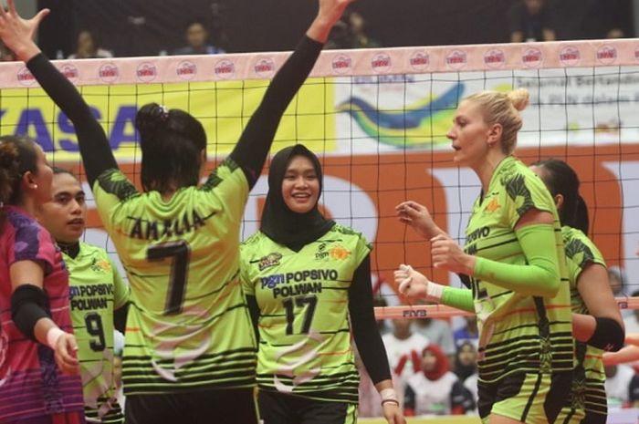 Pemain tim putri Jakarta PGN Popsivo Polwan saat bermain pada laga lanjutan Putaran II Proliga 2019 Seri Solo di GOR Sritex Arena, Sabtu (26/1/2019).