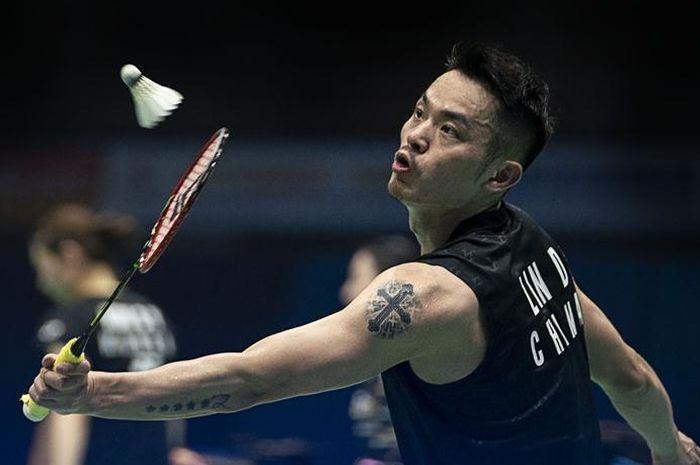 Pebulu tangkis tunggal putra China, Lin Dan, saat berhadapan dengan Chou Tien Chen (Taiwan) pada babak kedua Kejduaraan Asia (Badminton Asia Championships) 2019, di Wuhan Sports Center Gymnasium, China, Kamis (25/4/2019).