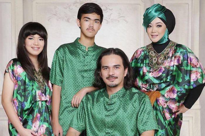 Potret harmonis keluarga Rina Gunawan dan Teddy Syah