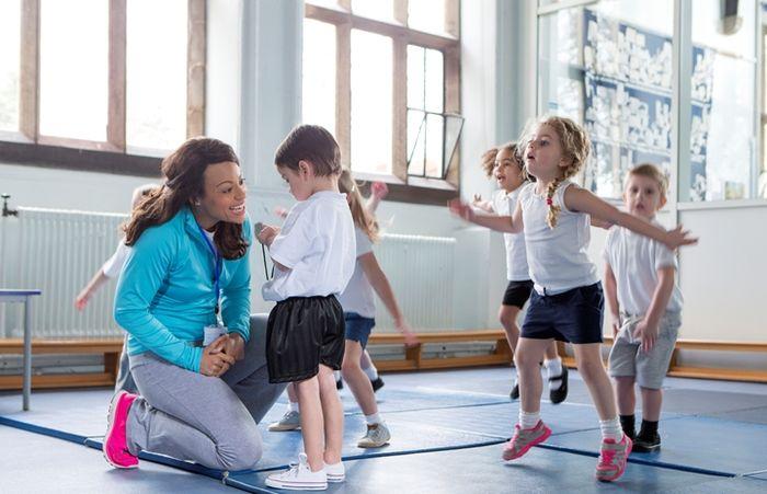 Olahraga aerobik memiliki manfaat bagi si kecil salah satunya menjaga berat badannya