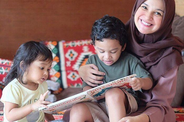 Shiren Sungkar dan kedua anaknya