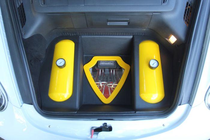 Piranti airsus diletakkan di bagasi depan, rapi jali!