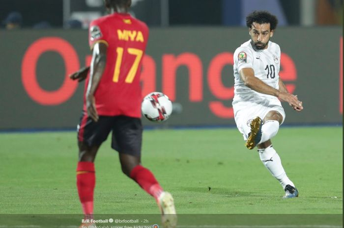 Bintang timnas Mesir, Mohamed Salah, menjebol gawang Uganda pada laga terakhir Grup A Piala Afrika 2019.
