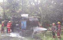 Gara-Gara Selang Kompresor, Truk Pengolah Aspal Hangus Terbakar