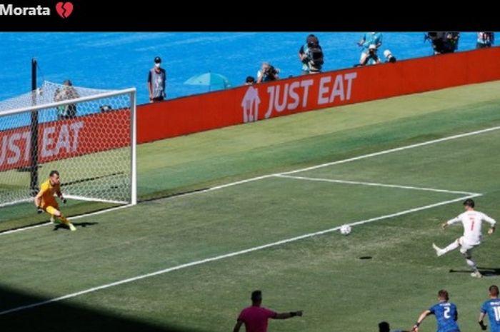 Striker timnas Spanyol, Alvaro Morata, gagal menciptakan gol lewat titik putih dalam laga kontra timnas Slovakia